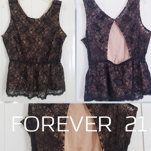 Tops - NWT🎄Forever 21  lace top